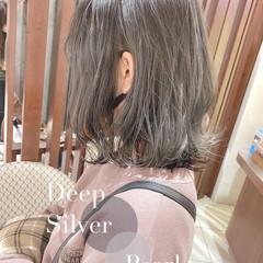 ミディアム バレイヤージュ ナチュラル アッシュグレージュ ヘアスタイルや髪型の写真・画像
