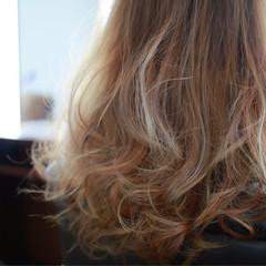 セミロング グレージュ ダブルカラー グラデーションカラー ヘアスタイルや髪型の写真・画像