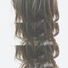 外ハネ 切りっぱなし 抜け感 ウェットヘア ヘアスタイルや髪型の写真・画像