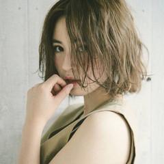 モード くせ毛風 ナチュラル 外国人風 ヘアスタイルや髪型の写真・画像