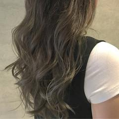 アッシュ ロング ストリート ブラウン ヘアスタイルや髪型の写真・画像