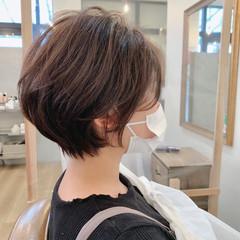 大人かわいい ナチュラル イルミナカラー ショート ヘアスタイルや髪型の写真・画像