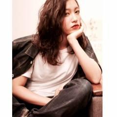 ミディアム ストリート 暗髪 ストレート ヘアスタイルや髪型の写真・画像