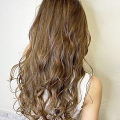 ミルクティーベージュ ロングヘアスタイル 大人ハイライト ロングヘア ヘアスタイルや髪型の写真・画像