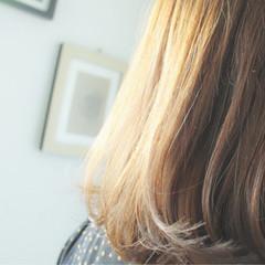 セミロング ナチュラル 透明感 ミルクティーベージュ ヘアスタイルや髪型の写真・画像