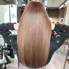 モカベージュ オリーブベージュ ロング うる艶カラー ヘアスタイルや髪型の写真・画像