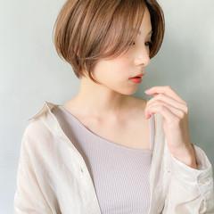 アウトドア ショート アンニュイほつれヘア ナチュラル ヘアスタイルや髪型の写真・画像