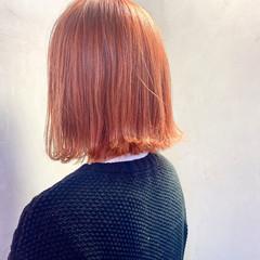 切りっぱなしボブ ナチュラル アプリコットオレンジ ブリーチ ヘアスタイルや髪型の写真・画像
