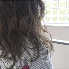 アッシュグレージュ グラデーションカラー セミロング ハイライト ヘアスタイルや髪型の写真・画像