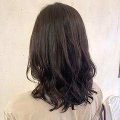 セミロング 大人ロング コテ巻き風パーマ ゆるふわパーマ ヘアスタイルや髪型の写真・画像