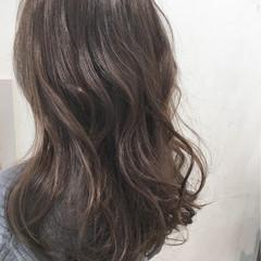 上品 ロング グレージュ アッシュグレージュ ヘアスタイルや髪型の写真・画像