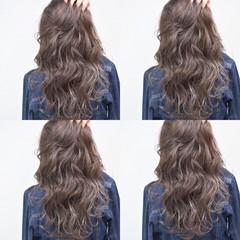 グラデーションカラー セミロング ハイライト バレイヤージュ ヘアスタイルや髪型の写真・画像