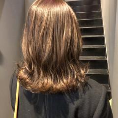 ベージュカラー 外ハネ 切りっぱなしボブ 外ハネボブ ヘアスタイルや髪型の写真・画像