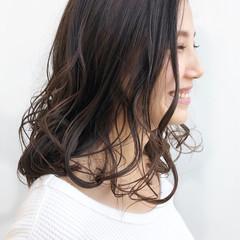 セミロング ゆるふわ アッシュグレー ゆるふわセット ヘアスタイルや髪型の写真・画像
