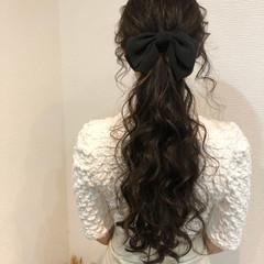 ヘアセット ロング ローポニーテール フェミニン ヘアスタイルや髪型の写真・画像