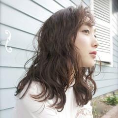 外国人風 アッシュ ナチュラル ゆるふわ ヘアスタイルや髪型の写真・画像