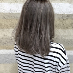 ナチュラル ミディアム グラデーションカラー グレージュ ヘアスタイルや髪型の写真・画像
