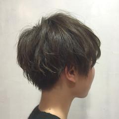 耳かけ 小顔 アッシュグレー 似合わせ ヘアスタイルや髪型の写真・画像