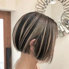 切りっぱなしボブ ハイトーンカラー ハイライト ボブ ヘアスタイルや髪型の写真・画像
