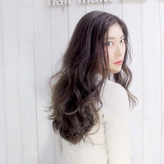 外国人風 グレージュ ラフ ロング ヘアスタイルや髪型の写真・画像