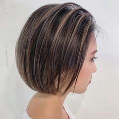 白髪染め ミルクティーベージュ 極細ハイライト ナチュラル ヘアスタイルや髪型の写真・画像