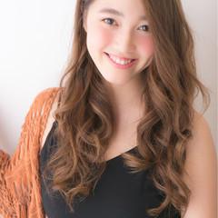 フェミニン 小顔 アッシュ ロング ヘアスタイルや髪型の写真・画像