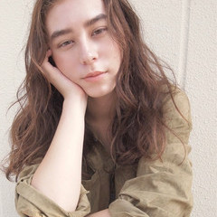 ナチュラル セミロング 外国人風 くせ毛風 ヘアスタイルや髪型の写真・画像