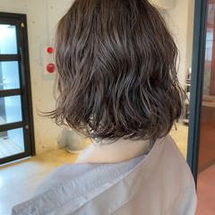 ゆるふわパーマ 透明感カラー ボブ 流し前髪 ヘアスタイルや髪型の写真・画像