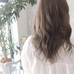 リラックス オフィス 秋 アッシュグレージュ ヘアスタイルや髪型の写真・画像