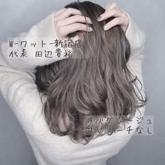 グレージュ ハイライト セミロング ピンクアッシュ ヘアスタイルや髪型の写真・画像
