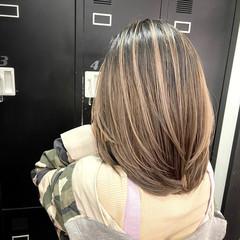 ミディアムレイヤー アンニュイ レイヤーカット 外国人風カラー ヘアスタイルや髪型の写真・画像