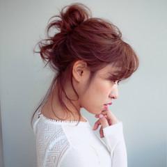 フェミニン ヘアアレンジ お団子 ミディアム ヘアスタイルや髪型の写真・画像