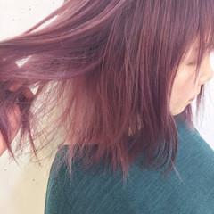 ストリート ピンク グラデーションカラー 切りっぱなし ヘアスタイルや髪型の写真・画像
