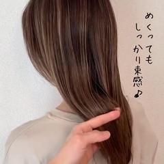 エレガント ハイライト ミルクティーベージュ グレージュ ヘアスタイルや髪型の写真・画像