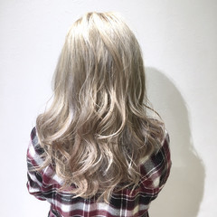ハイライト アッシュ ゆるふわ ストリート ヘアスタイルや髪型の写真・画像