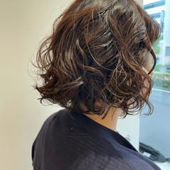 パーマボブ ナチュラル アッシュグレージュ アッシュブラウン ヘアスタイルや髪型の写真・画像