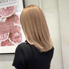 ホワイトベージュ ミディアム アッシュベージュ グレージュ ヘアスタイルや髪型の写真・画像