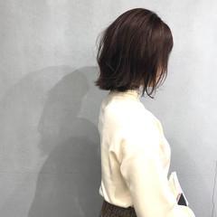 切りっぱなしボブ オリーブアッシュ 外ハネボブ オリーブカラー ヘアスタイルや髪型の写真・画像
