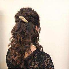 結婚式 結婚式アレンジ コテ巻き ハーフアップ ヘアスタイルや髪型の写真・画像