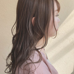 オリーブグレージュ ナチュラル レイヤーカット ロング ヘアスタイルや髪型の写真・画像