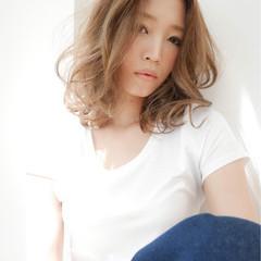 伸ばしかけ 透明感 巻き髪 ナチュラル ヘアスタイルや髪型の写真・画像