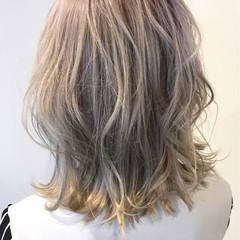 上品 金髪 ボブ ウェーブ ヘアスタイルや髪型の写真・画像