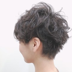ツーブロック 黒髪 ウェーブ ストリート ヘアスタイルや髪型の写真・画像