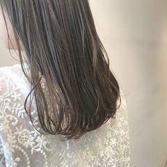 オリーブベージュ 透明感カラー ブリーチ無し ナチュラル ヘアスタイルや髪型の写真・画像