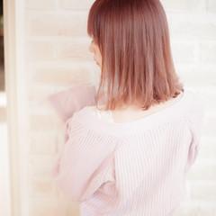 ハイトーン 髪質改善トリートメント ピンク ミディアム ヘアスタイルや髪型の写真・画像