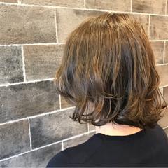 グレージュ ナチュラル カール アッシュグレージュ ヘアスタイルや髪型の写真・画像
