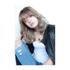 ストリート 外国人風 ハイライト セミロング ヘアスタイルや髪型の写真・画像
