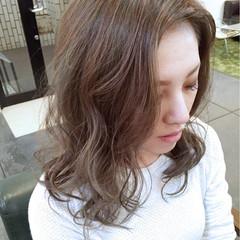 大人かわいい セミロング ブルージュ グレージュ ヘアスタイルや髪型の写真・画像