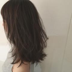 グレージュ 大人かわいい セミロング 抜け感 ヘアスタイルや髪型の写真・画像