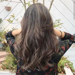 ロング ハイライト コントラストハイライト コテ巻き風パーマ ヘアスタイルや髪型の写真・画像